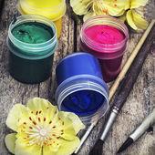 Vernice per la pittura in lattine — Foto Stock