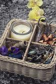 Samenstelling met naaien tools en florale decoraties — Stockfoto