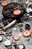 Buttons and zipper on the background of sewing tool — Stockfoto