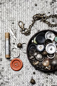 Buttons and zipper on the background of sewing tool — Стоковое фото