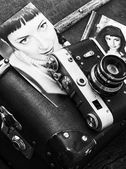 Retro fotografie stijlvolle meisjes en oude zak — Stockfoto
