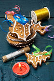 Christmas decorations and tasty cookies — Stock Photo