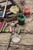 цвет краски, мелки и карандаши — Стоковое фото