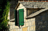Old stone house and window — Stockfoto
