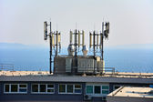 Big antenna on the roof of building 3 — Stock Photo