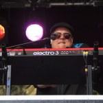 Постер, плакат: Reverend Big plays keyboard on stage for Memphis Maniacs
