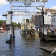 Visitors on Wolwevershaven harbor in Dordrecht. — Stock Photo