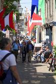 Visitors shopping on Vleeshouwers Street — Stock Photo