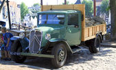 Old timer truck parked in Dordrecht — Stock Photo