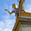 Golden statue on 4th sokkel Trafalgar Square in London — Stock Photo