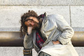 Unidentified man sleeps on a bench in the city centre — Stock Photo