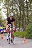 Contender, Jolanda Nell cycling the course — Stock Photo