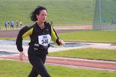 Dordrecht, Países Baixos - 3 de abril de 2011: runner feminino perto th — Fotografia Stock