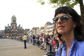 Spectators waiting in anticipation on the market square in Delft — Stock Photo