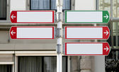Red and green directional sign post — Stock fotografie