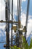 Câbles de distribution chaotique — Photo