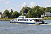 Waterbus on the river Merwekade — Stock Photo
