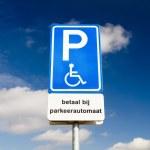 signe de stationnement pour personnes handicapées — Photo #48724153