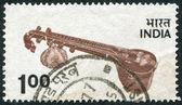 En stämpel tryckt i Indien, visar ett musikinstrument sitar, ca 1975 — Stockfoto