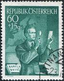 Avusturya'da bir damga basılmış toplayıcı, posta pulu, 1950 dolaylarında bir gözden geçirenin gösterir — Stok fotoğraf