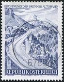 Známka v rakousku, věnované otevření dálnice přes brennerský průsmyk, je zobrazen mostu europa, cca 1971 — Stock fotografie