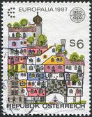 Avusturya, kültür europalia-87, festival için ayrılan basılmış damga yaklaşık 1987 Viyana, hundertwasser evi gösterir — Stok fotoğraf