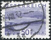Un francobollo stampato in austria, illustrato woerthersee, intorno al 1932 — Foto Stock