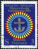 штамп напечатан в австрии, посвятил день католики, около 1983 — Стоковое фото