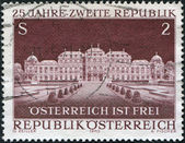 A stamp printed in Austria, devoted to 25th anniversary of Second Republic, shows the Belvedere Palace, Vienna, circa 1970 — Stock Photo