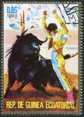 1975 年ごろのコリーダ赤道ギニアで印刷されたスタンプを示しています — ストック写真