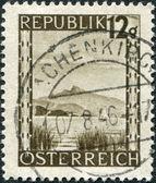 österrike - ca 1945: en stämpel som tryckt i österrike, visas wolfgangsee nära salzburg, ca 1945 — Stockfoto