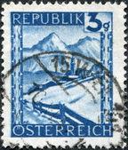 Avusturya - 1945 yaklaşık: avusturya'da basılmış damga lermoos, kış sahne, 1945 dolaylarında gösterilir — Stok fotoğraf