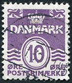 A stamp printed in the Denmark, depicts Wavy Lines and Numeral of Value, circa 1938 — Stock Photo