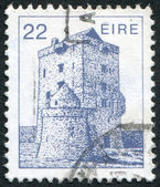 A stamp printed in the Ireland shows Aughnanure Castle, Oughterard, circa 1982 — Stock Photo