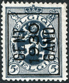 A stamp printed in Belgium, shows the Coat of Arms, Lion (overptint 1930), circa 1929 — Foto de Stock