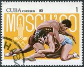 Znaczek wydrukowany na kubie, jest dedykowany do igrzysk olimpijskich w moskwie, pokazuje łączący, około 1979 — Zdjęcie stockowe