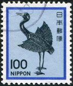 在日本,打印一张邮票描绘了一台起重机,银色雕像平安期间,大约 1981年 — 图库照片