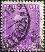 在意大利,打印一张邮票显示意大利维克托的国王伊曼纽尔 iii,大约在 1928年 — 图库照片