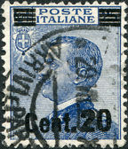 A stamp printed in Italy, shows the King of Italy Victor Emmanuel III (overprint, the new price in 1925), circa 1908 — Stock Photo