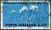 Een stempel gedrukt in italië, gewijd aan fiets wk races, toont de groep fietsers, circa 1962 — Stockfoto