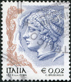 A stamp printed in Italy, is shown Profile of woman from Syracuse tetradrachm, circa 2004 — Stock Photo