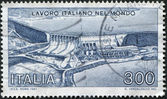 A stamp printed in Italy, shows the Sao Simao Dam and Power Station, Brazil, circa 1981 — Foto Stock