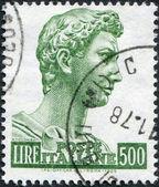 Eine briefmarke gedruckt in italien, zeigt st. george von donatello, ca. 1957 — Stockfoto