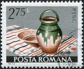 Rumunsko - cca 1973: razítka v rumunsku, ukazuje na mísu a džbán, pisc cca 1973 — Stock fotografie