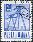 Rumänien - omkring 1969: en stämpel som tryckt i rumänien, visar en hög spänning kraftledning, omkring 1969 — Stockfoto