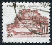 Pakistan - CIRCA 1986: A stamp printed in the Pakistan, depicted Hyderabd Fort, circa 1986 — Stock Photo