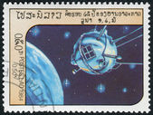 LAOS-CIRCA 1984: A stamp printed in the Laos, depicts the spacecraft Luna 3 — Foto de Stock
