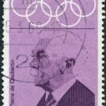 um selo imprimido na Alemanha, dedicado ao XIX Jogos Olímpicos, cidade do México, mostra a pierre de coubertin — Foto Stock