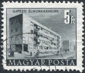 HUNGARY - CIRCA 1952: A stamp printed in Hungary, is shown working in the hostel Ujpest, Budapest, circa 1952 — Foto de Stock