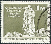 DDR - CIRCA 1973: A stamp printed in DDR, shows the Soviet War Memorial (Treptower Park), Berlin, circa 1973 — Stock Photo